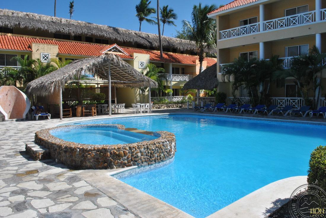 http://cdn.budavartours.hu/binaries/content/gallery/budavar/locations/accomodations/Dominikai+K%C3%B6zt%C3%A1rsas%C3%A1g/Punta+Cana/Whala%21Bavaro+Hotel/whala-bav-1.jpg