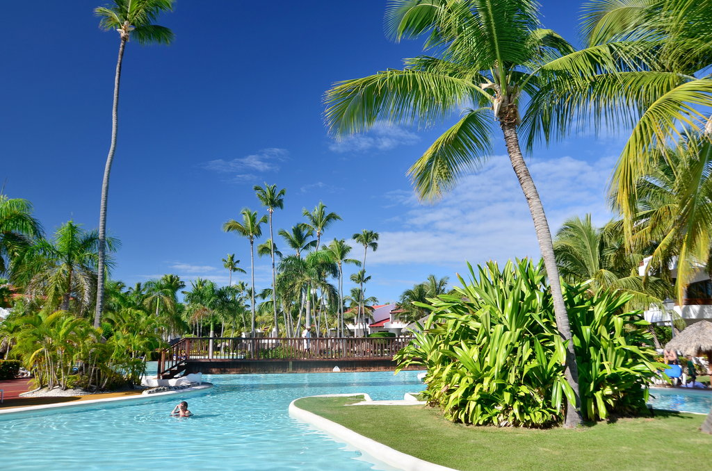 http://cdn.budavartours.hu/binaries/content/gallery/budavar/locations/accomodations/Dominikai+K%C3%B6zt%C3%A1rsas%C3%A1g/Punta+Cana/occidental-punta-cana-hotel/oc-grand-punta-c-2.jpg