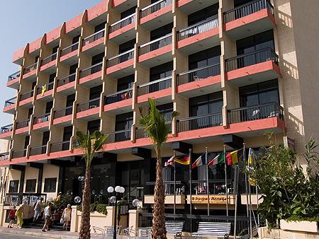 http://cdn.budavartours.hu/binaries/content/gallery/budavar/locations/accomodations/M%C3%A1lta/st.-paul-s-bay/Canifor+Hotel/canifor001.jpg