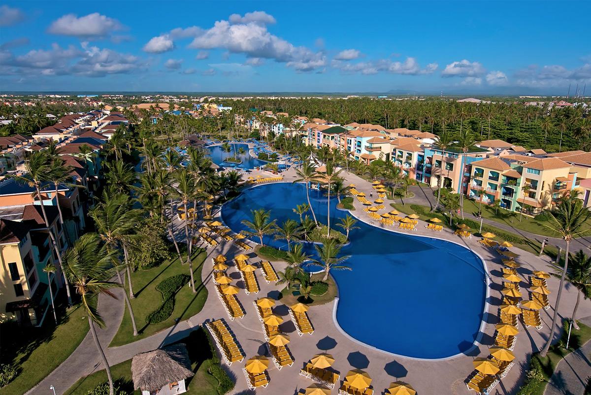 http://cdn.budavartours.hu/binaries/content/gallery/budavar/programs/programscheme/Dominikai+K%C3%B6zt%C3%A1rsas%C3%A1g/Punta+Cana/ocean-blue-and-sand-beach-resort-hotel/ocean-blue-and-sand-beach-resort-hotel-01.jpg