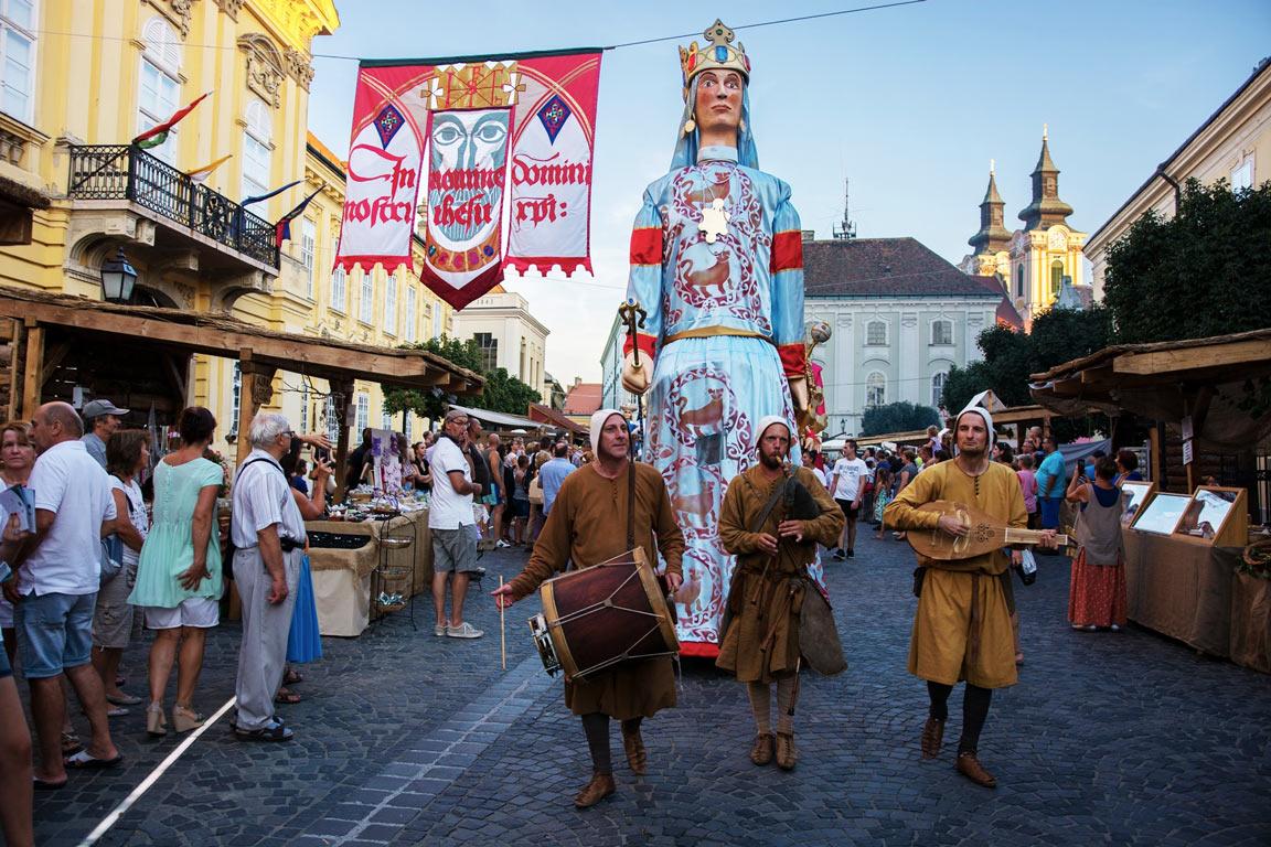 Magyarország 2020 - Székesfehérvári Királyi Napok - Székesfehérvár, autóbusszal