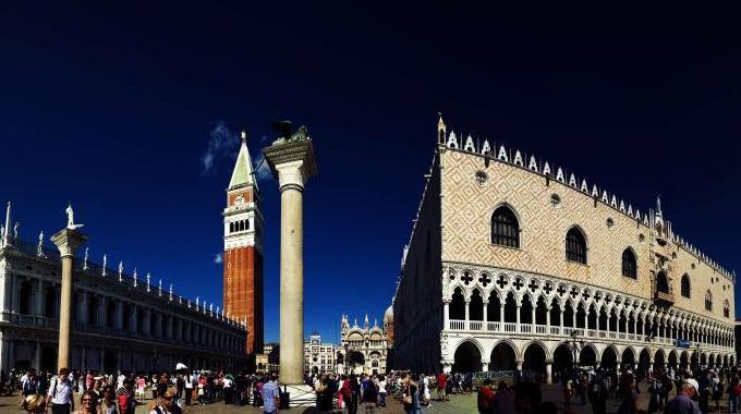 Olaszország 2020 - Velence non stop utazás - Éjszaka a buszon - Velence